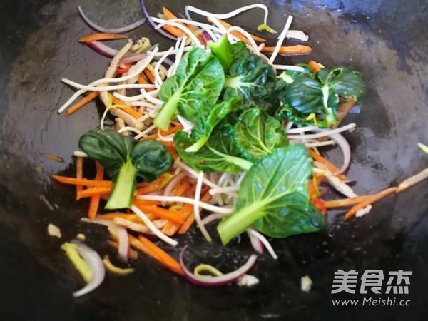 青菜肉丝炒面怎么炒