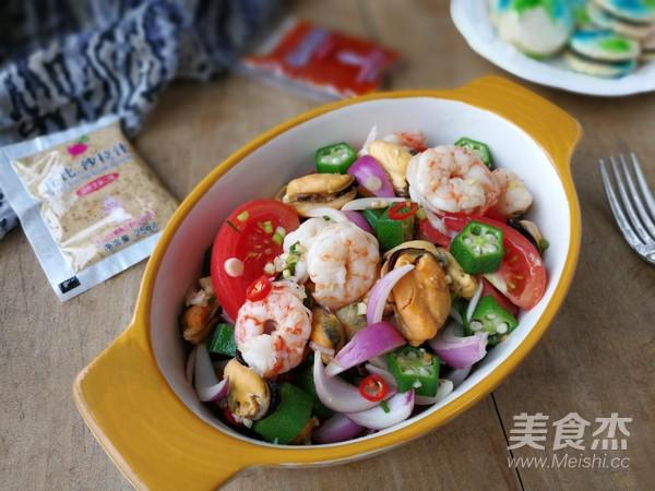 海鲜蔬菜沙拉成品图
