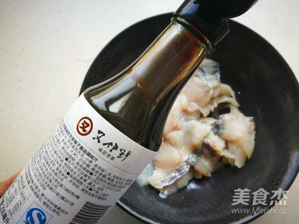 酸菜鲈鱼锅的步骤