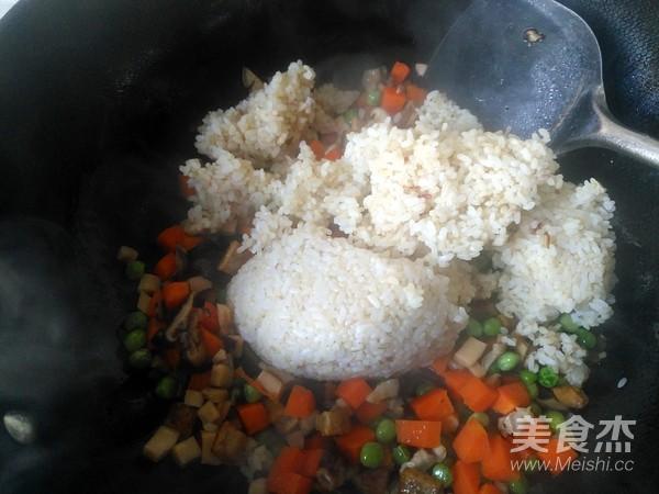 美味炒糯米饭怎样做