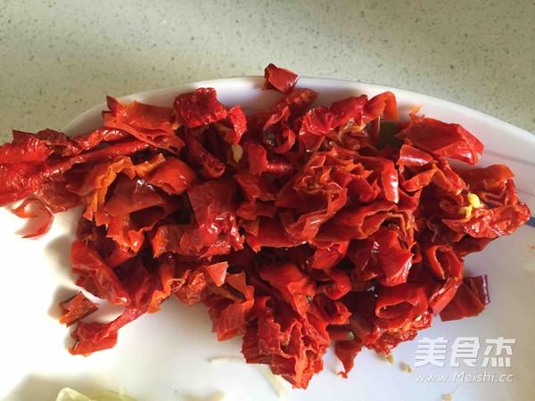 拌面菜-芹菜炒牛肉的简单做法