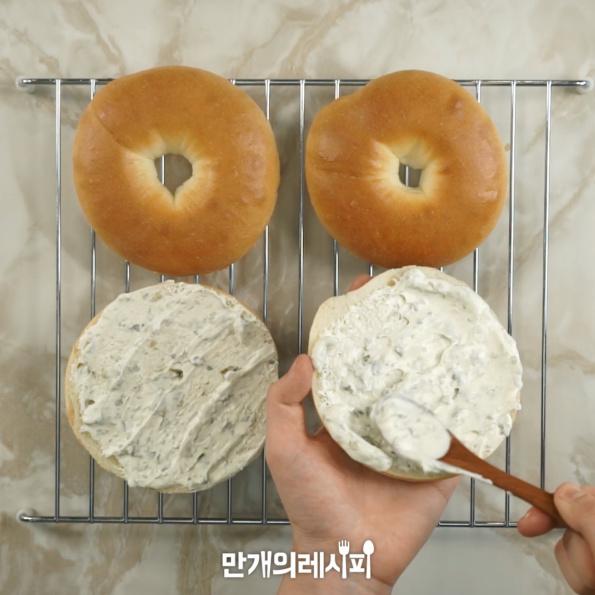 三文鱼百吉饼三明治的家常做法
