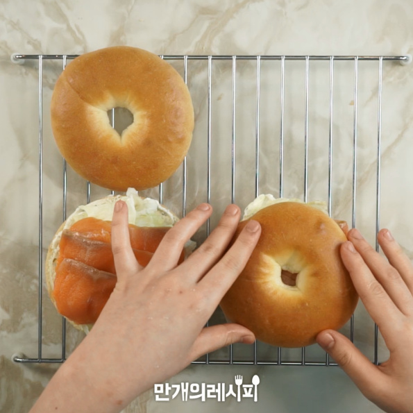 三文鱼百吉饼三明治怎么吃