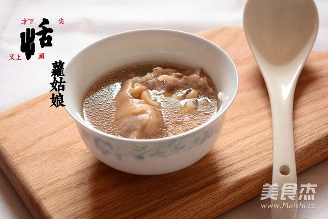 花生黄豆猪蹄汤成品图