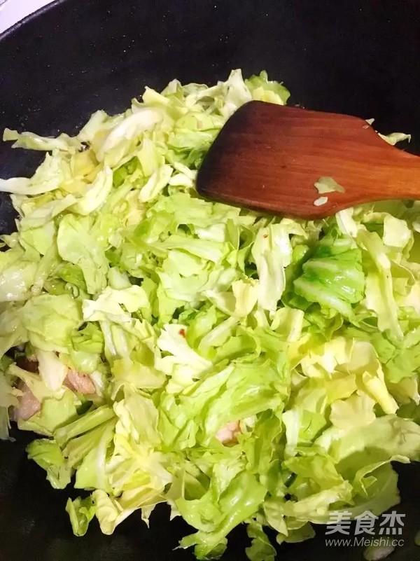 卷心菜炖回锅肉怎么做