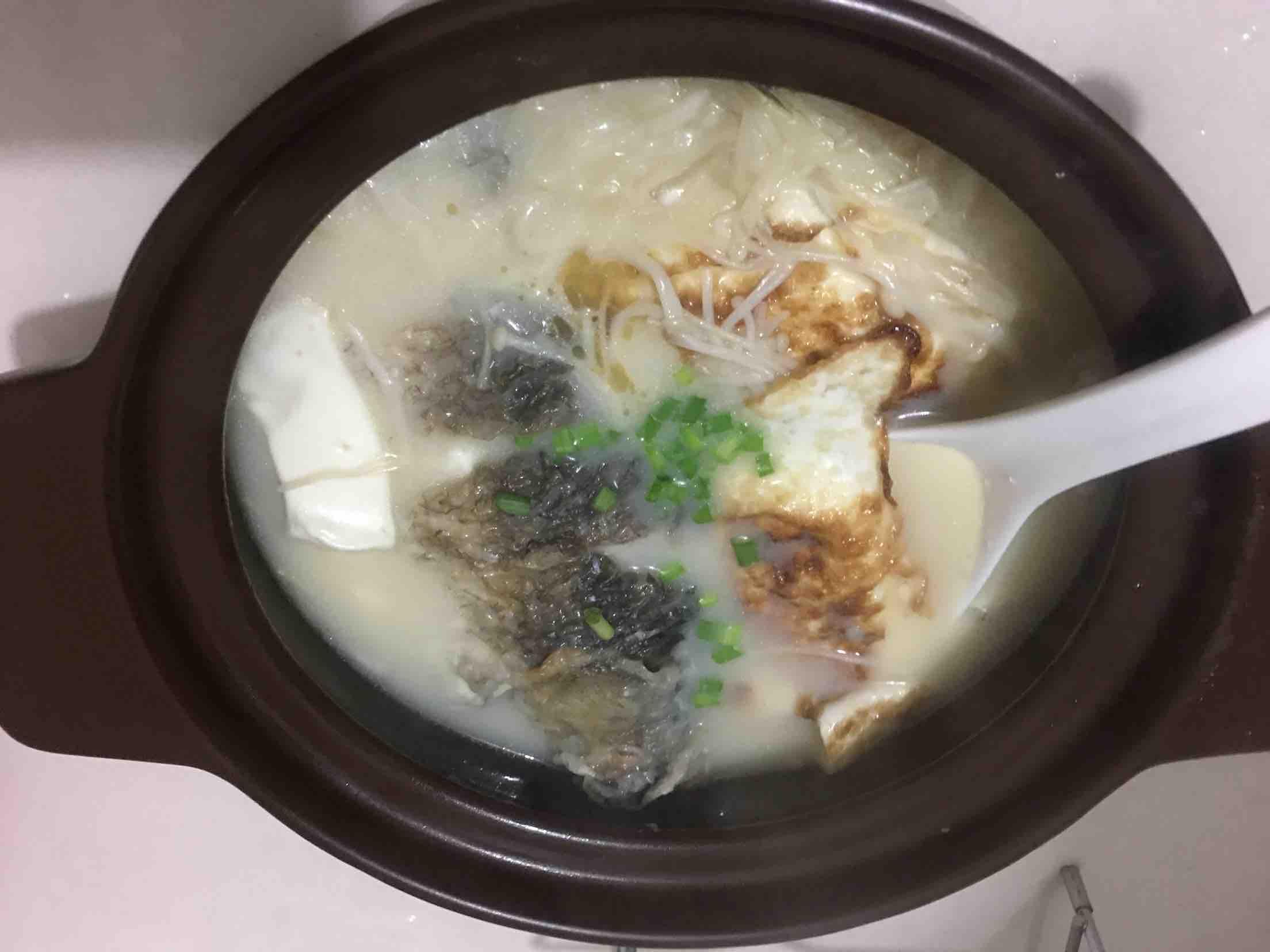 奶白鲫鱼汤成品图