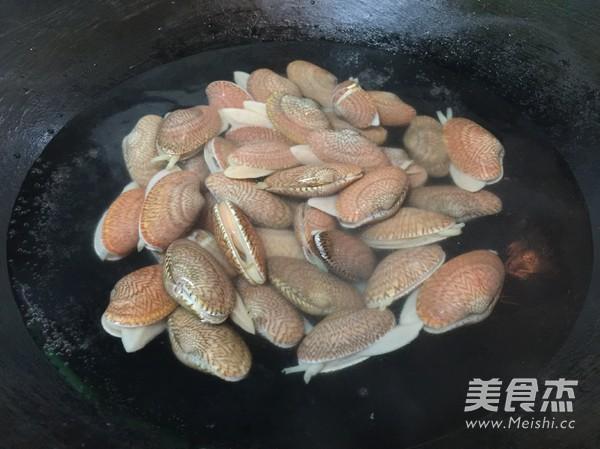 豉椒紫苏炒花甲的做法图解