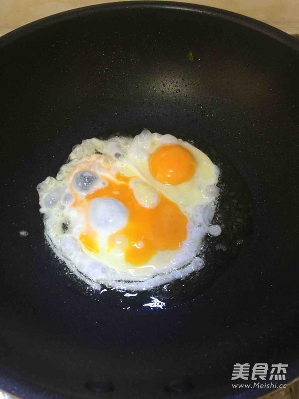 煎双胞蛋的步骤