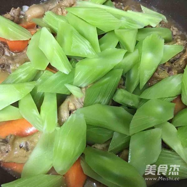 莴苣胡萝卜烧鸡块怎么煮