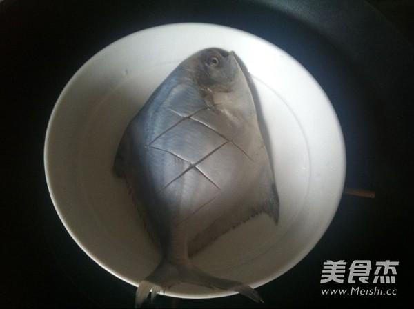 葱油鲳鱼的家常做法