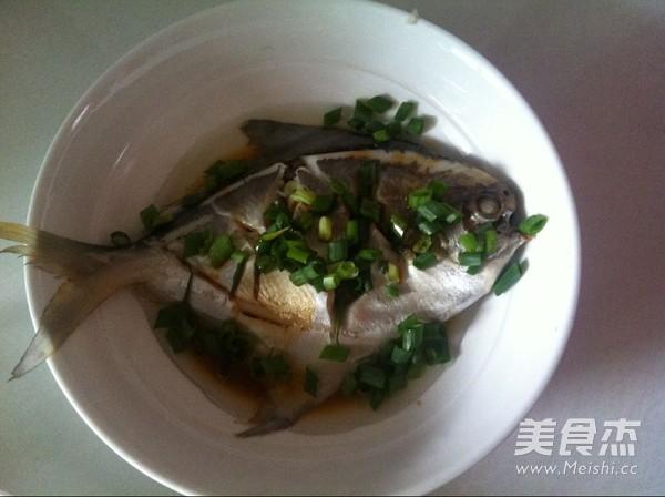 葱油鲳鱼的简单做法