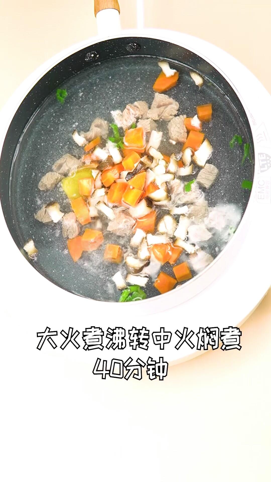 香菇胡萝卜炖牛腩怎样煸
