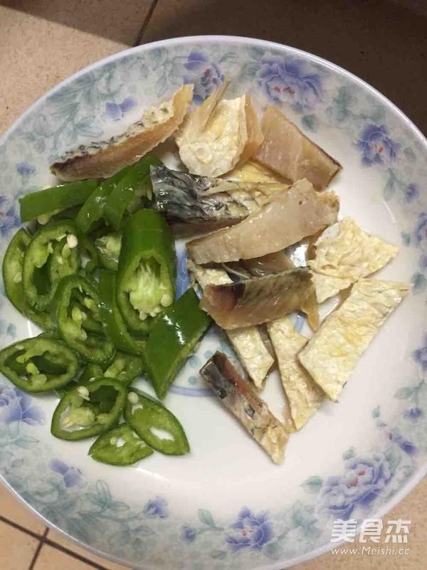 青椒炒鱼干的做法图解