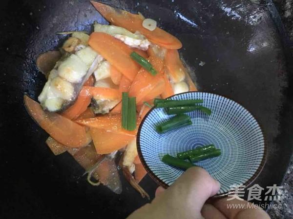 胡萝卜烧鱼块怎么炒
