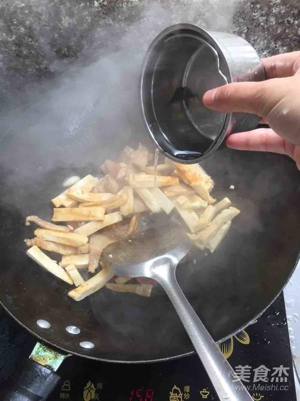 豆干炒五花肉怎么做