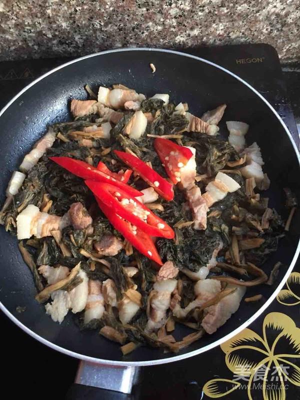 菜干焖五花肉怎么煮