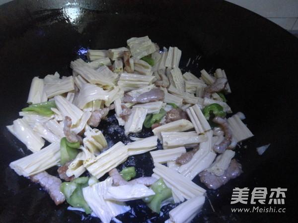 腐竹炒肉片的简单做法
