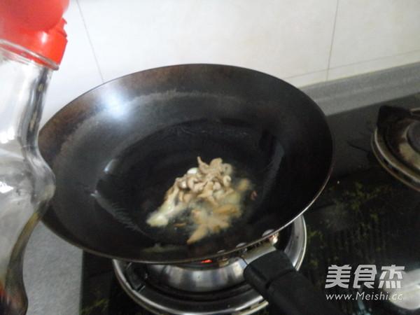 海鲜菇炒肉的简单做法