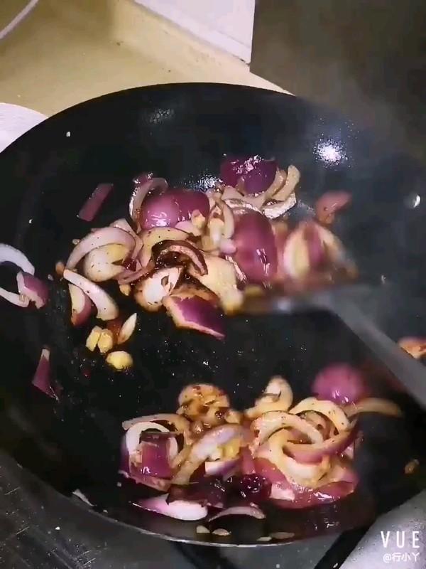 牛肉洋葱土豆焖饭的家常做法