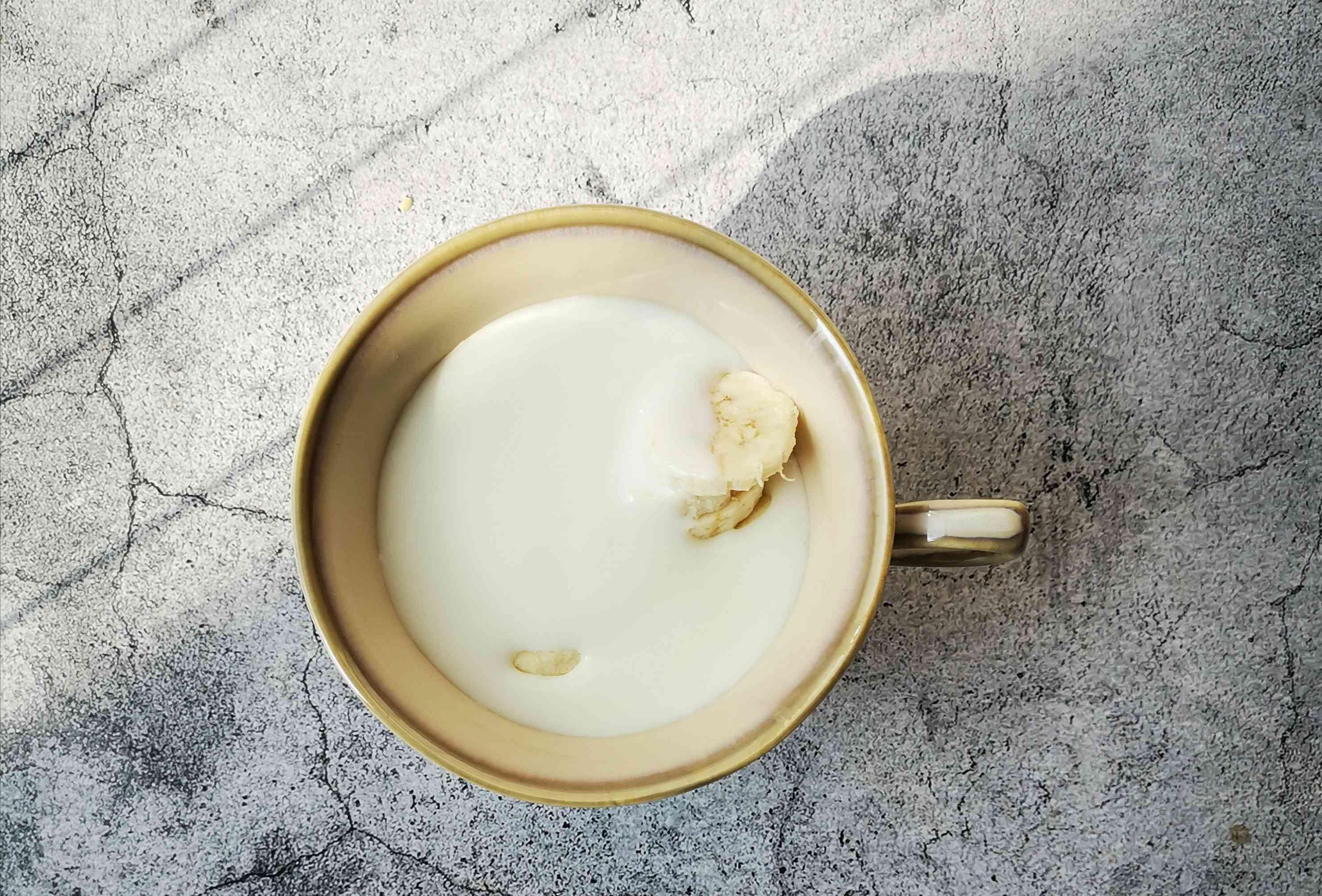 芭蕉酸奶拌麦片的简单做法