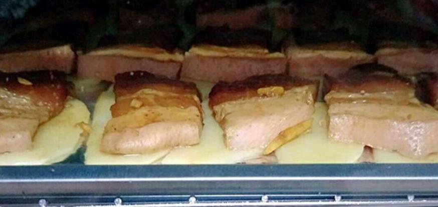 烤土豆五花肉怎么吃