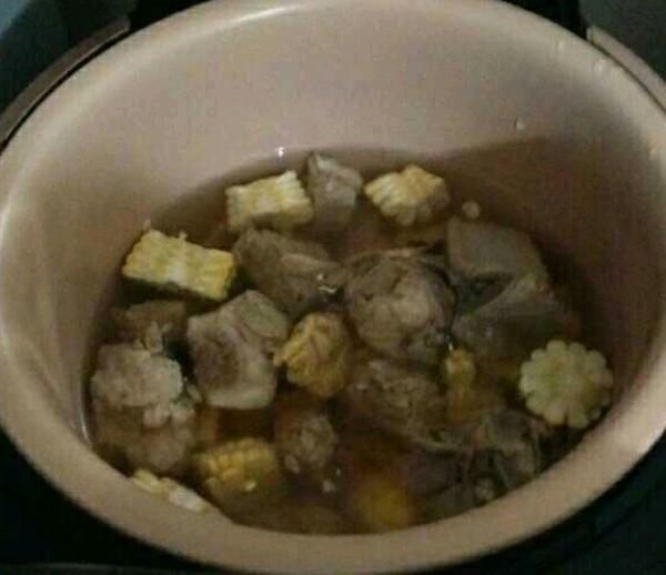 玉米排骨汤的简单做法