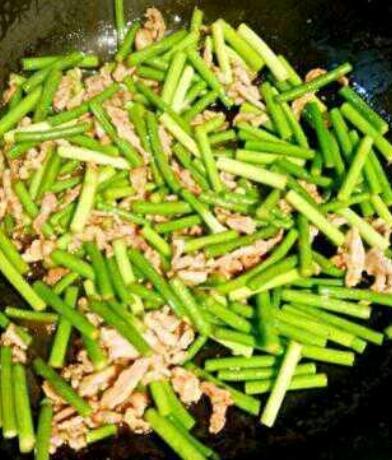 肉炒蒜苔的简单做法
