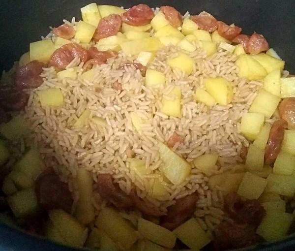香肠土豆焖饭的简单做法