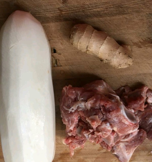 白萝卜骨头汤的做法大全