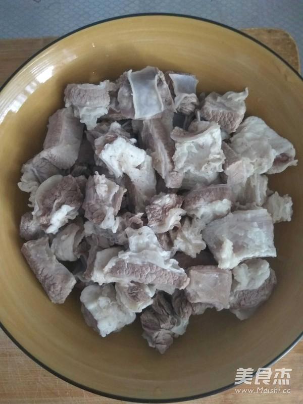 土豆胡萝卜炖牛腩家庭版的做法大全