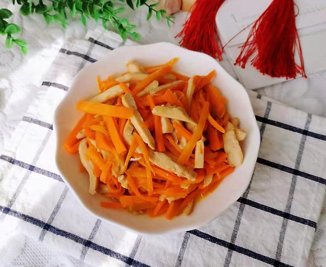 鸡脯肉炒胡萝卜成品图