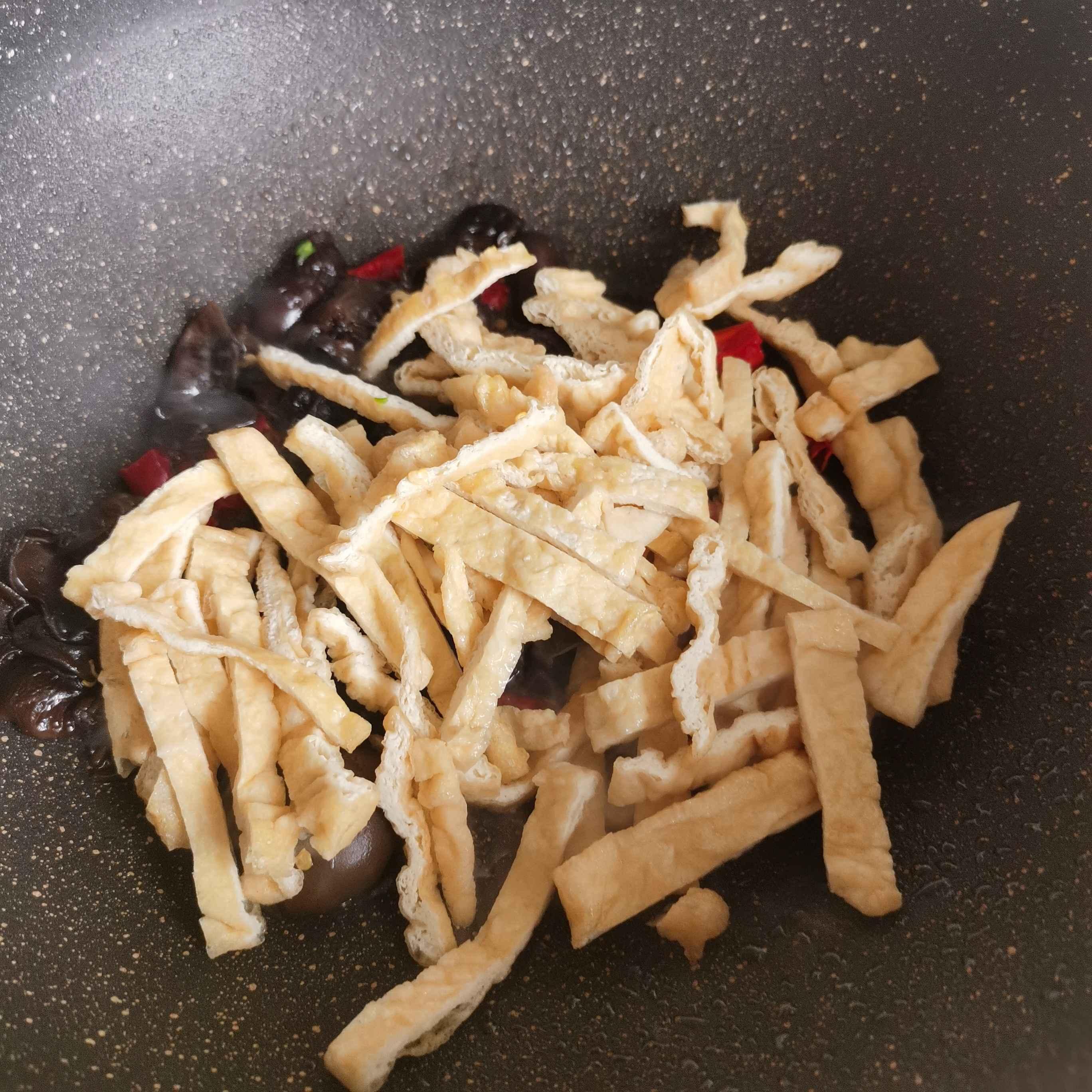 芹菜炒油豆腐怎么做