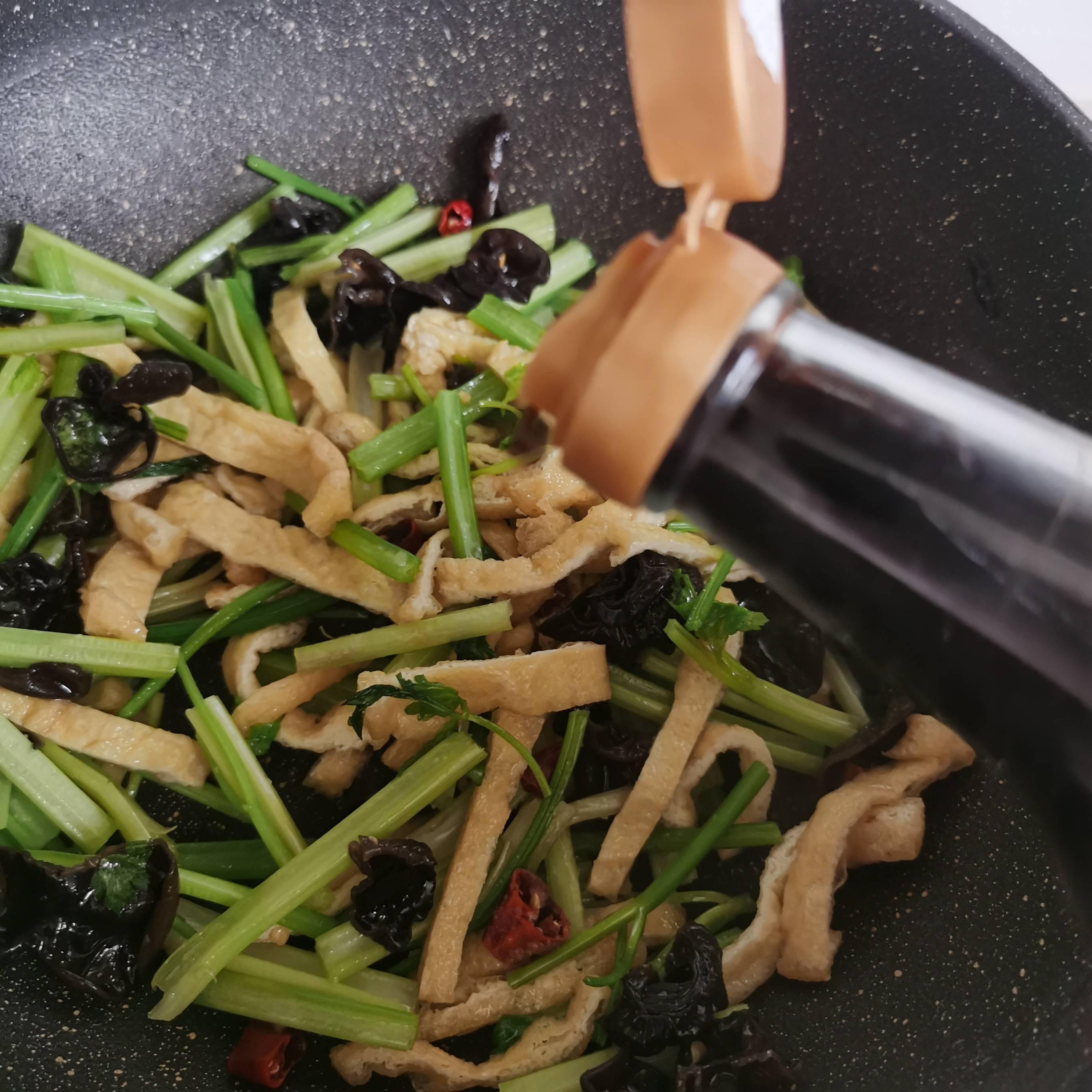 芹菜炒油豆腐怎么炖