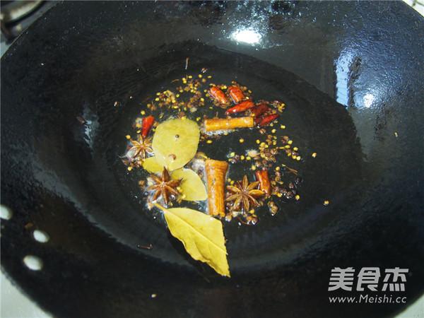 麻辣小龙虾怎么吃