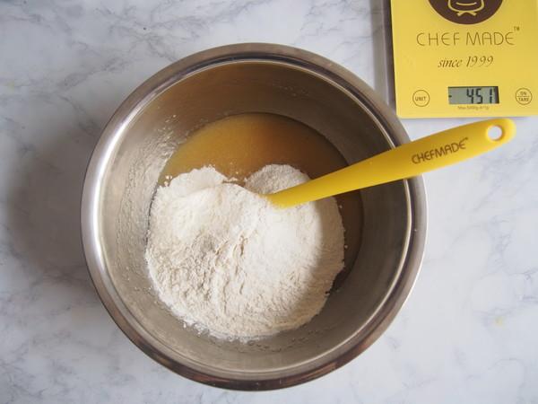 广式咸蛋黄豆沙月饼的做法图解