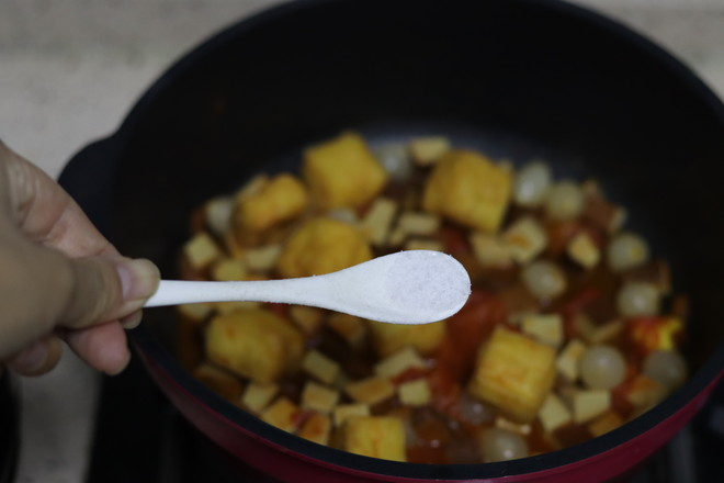 敲好吃的鸡尾洋葱番茄河粉怎么煮
