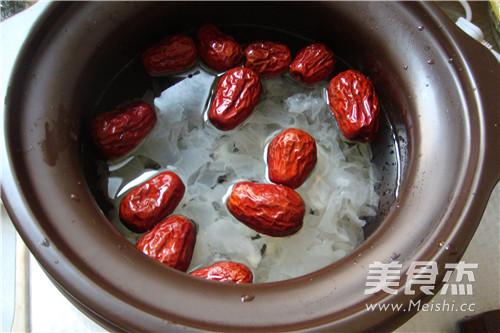 苏泊尔·皂角米银耳红枣汤的简单做法