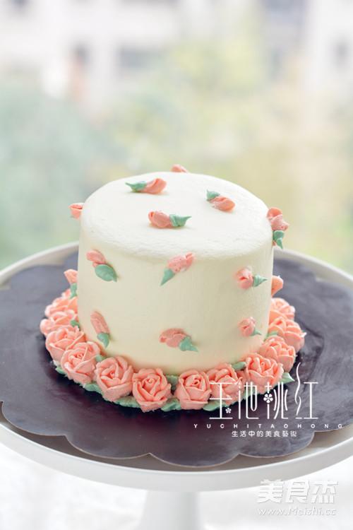小玫瑰花奶油蛋糕成品图