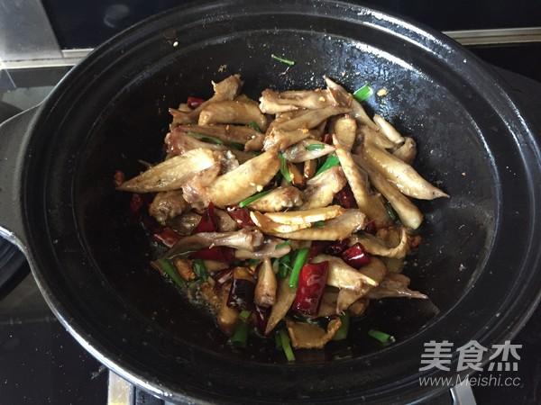 干锅辣子鸡翅的制作
