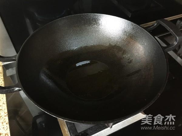 生姜炒小公鸡的简单做法