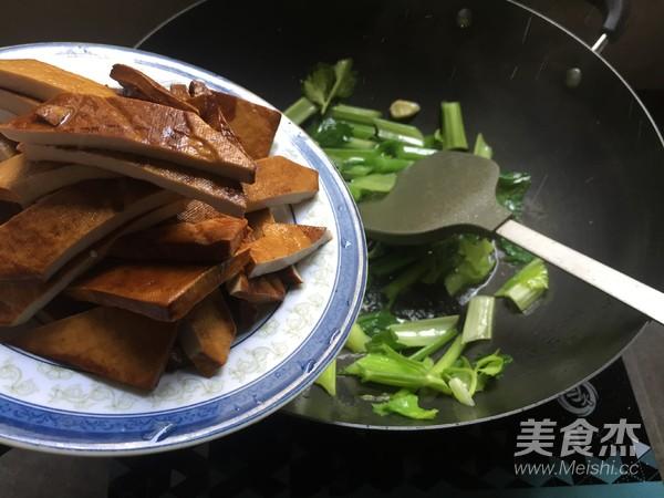 芹菜炒香干怎么做