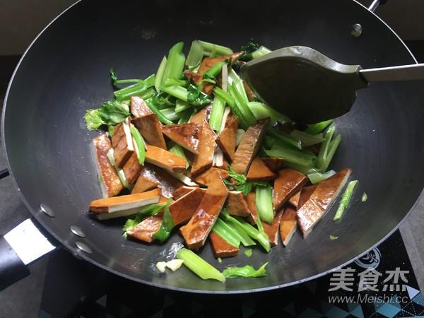 芹菜炒香干怎么炒