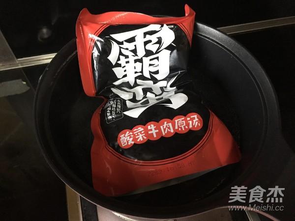 香菇酸菜牛肉米粉怎么煮