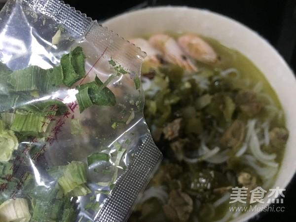 海鲜酸菜牛肉米粉怎么炖