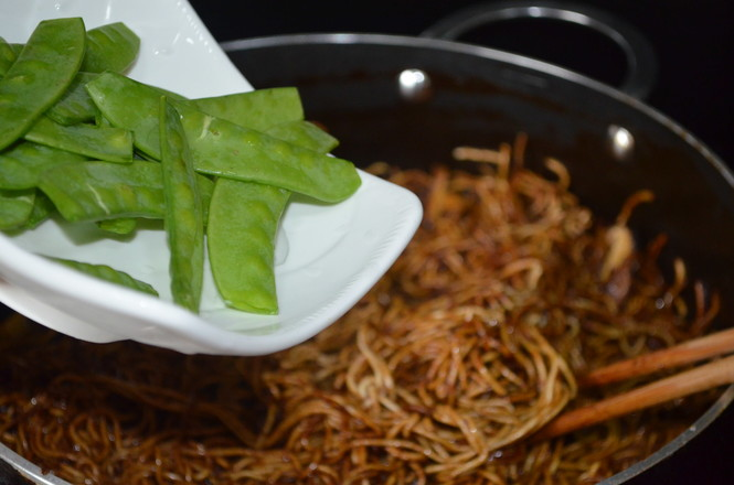 豌豆荚焖面怎么炒