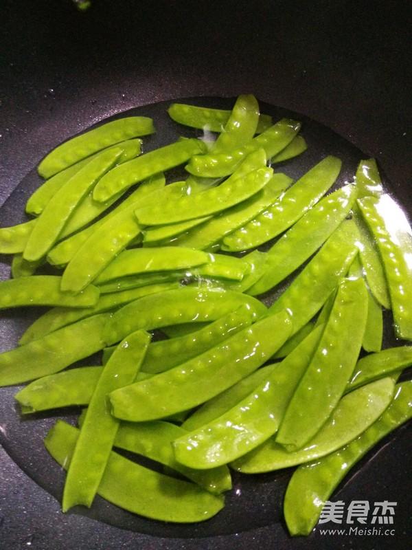 荷兰豆荸荠炒腊肠的家常做法