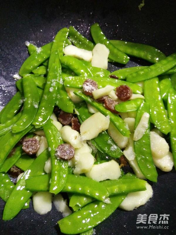 荷兰豆荸荠炒腊肠怎么炖