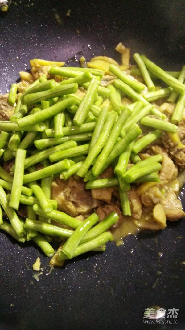 香菇鸡块焖饭怎么煮