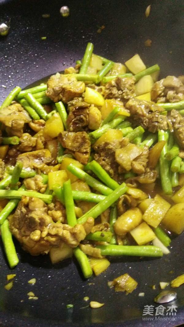 香菇鸡块焖饭怎样做