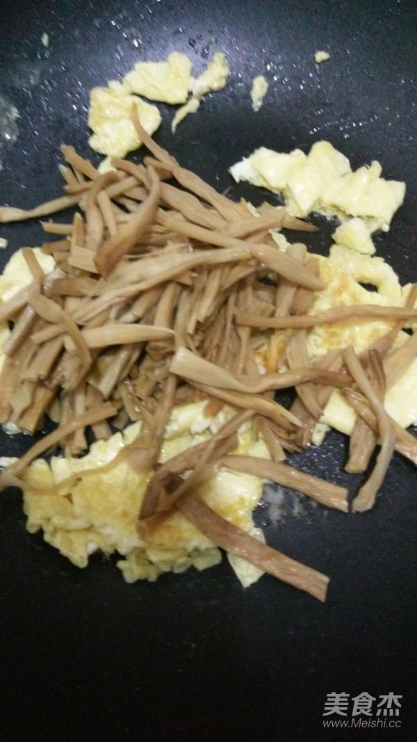 黄花菜炒鸡蛋怎么炒